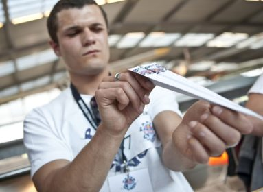 Red_Bull_Paper_Wings_fot.Hans_Herbig_Red_Bull_Content_Po
