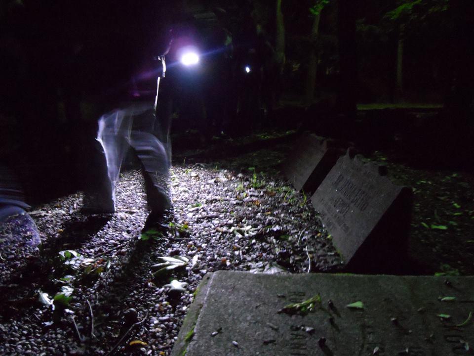 nocny_spacer
